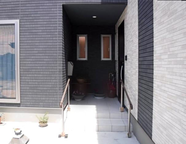 酒田市で玄関前手すりリクシル(LIXIL)グリップラインの施工事例